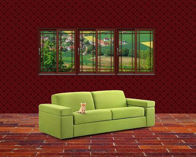 kotě na gauči