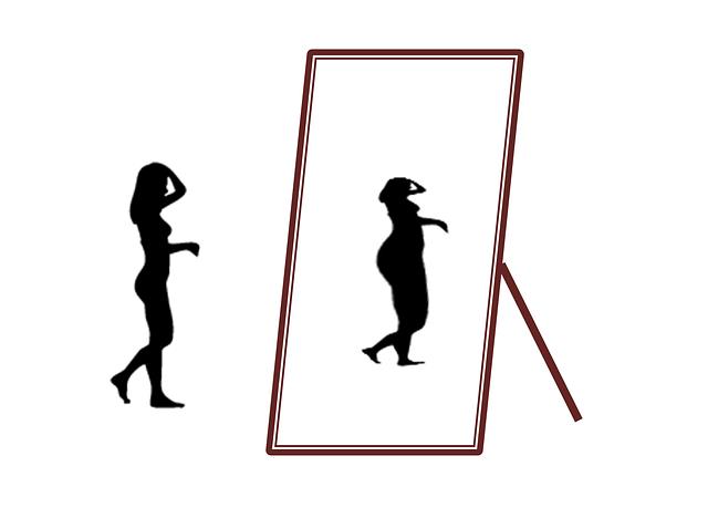 žena v zrcadle.png