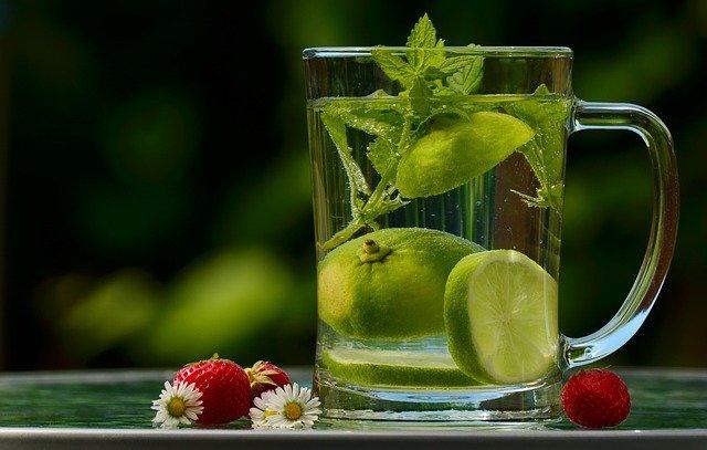 voda s ovocem.jpg