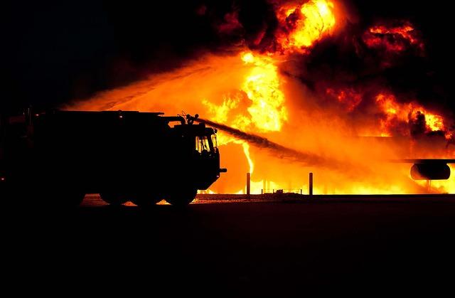 hasiči u požáru.jpg