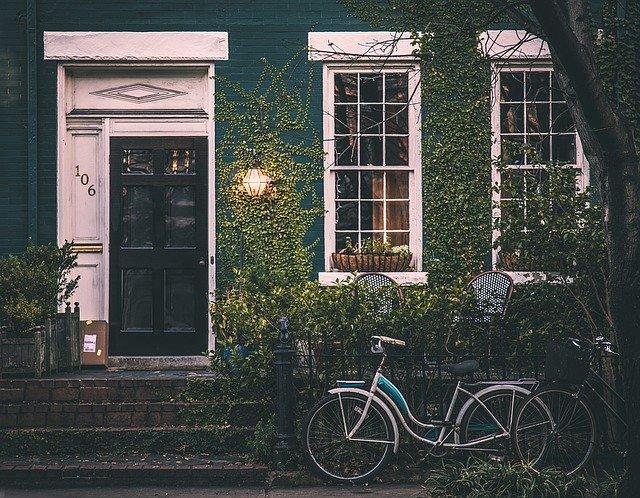 jízdní kola před domem